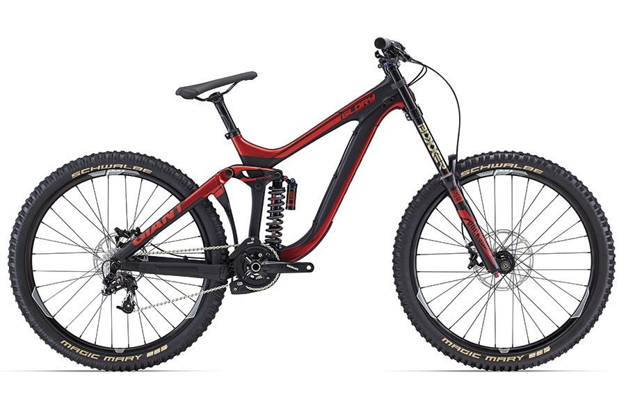 Giant Glory Advanced 27.5 DH racer met composiet frame