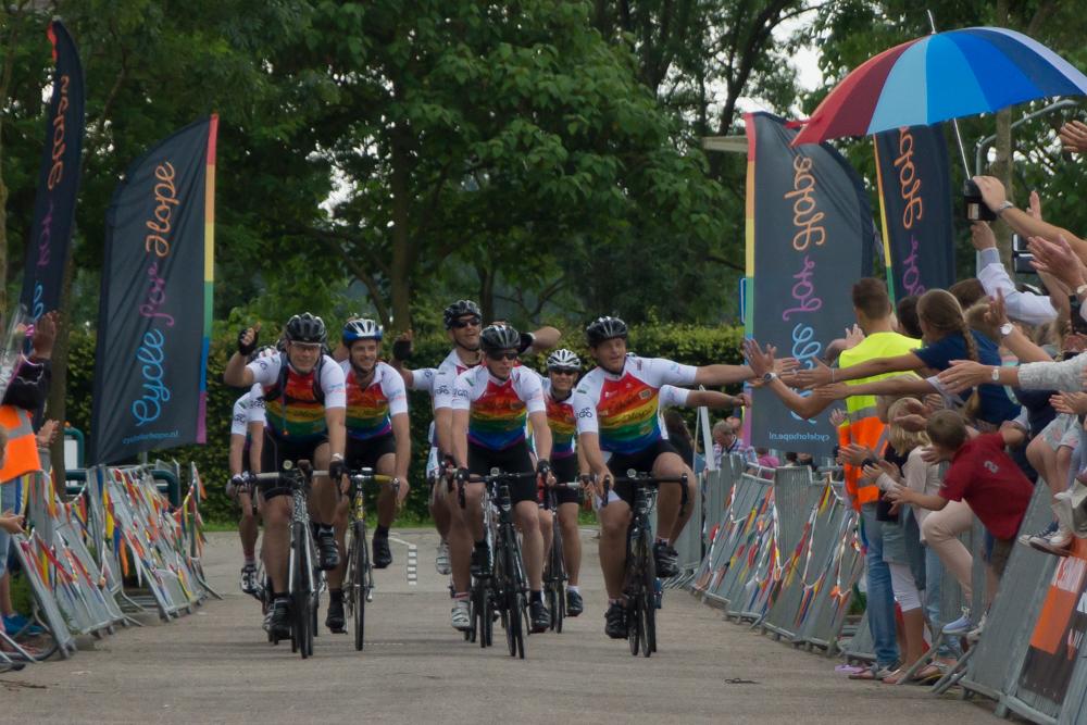48-uurs estafette Cycle for Hope brengt 380.000 euro op!