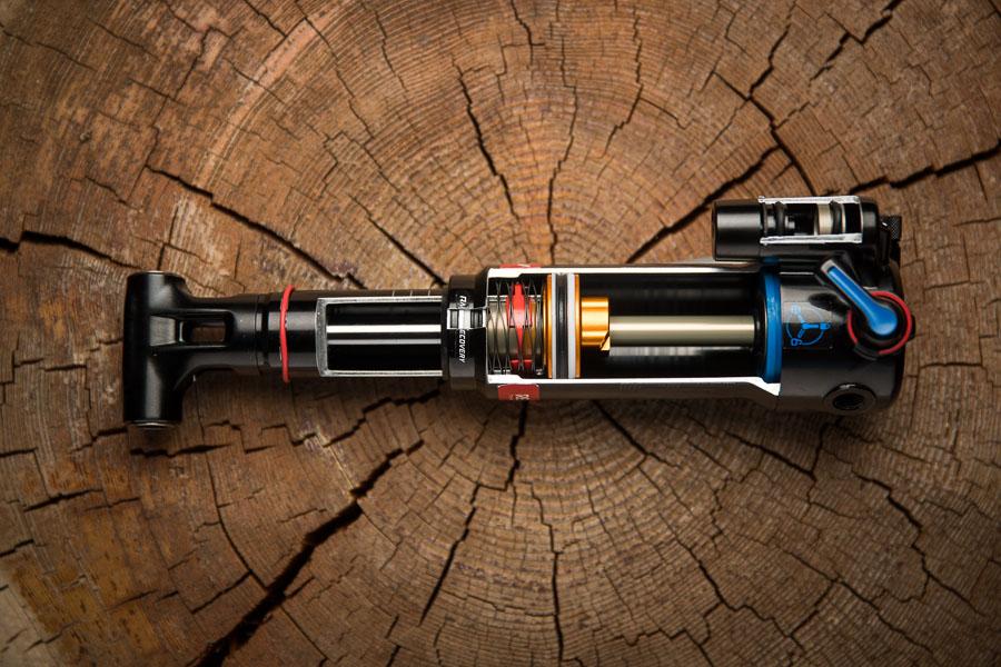 Trek RE:aktiv Thru shaft. Baanbrekende demper-technologie!