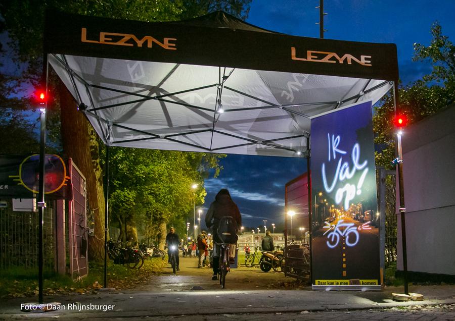 """Lezyne bij start van landelijke fietsverlichtings-campagne """"Ik val op"""""""