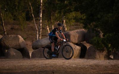 Gerben Mos voltooit 350 kilometer lange mountainbikerit door Drenthe